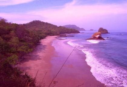 spiaggia-con-sabbia-rosa-costa-ricaJPG