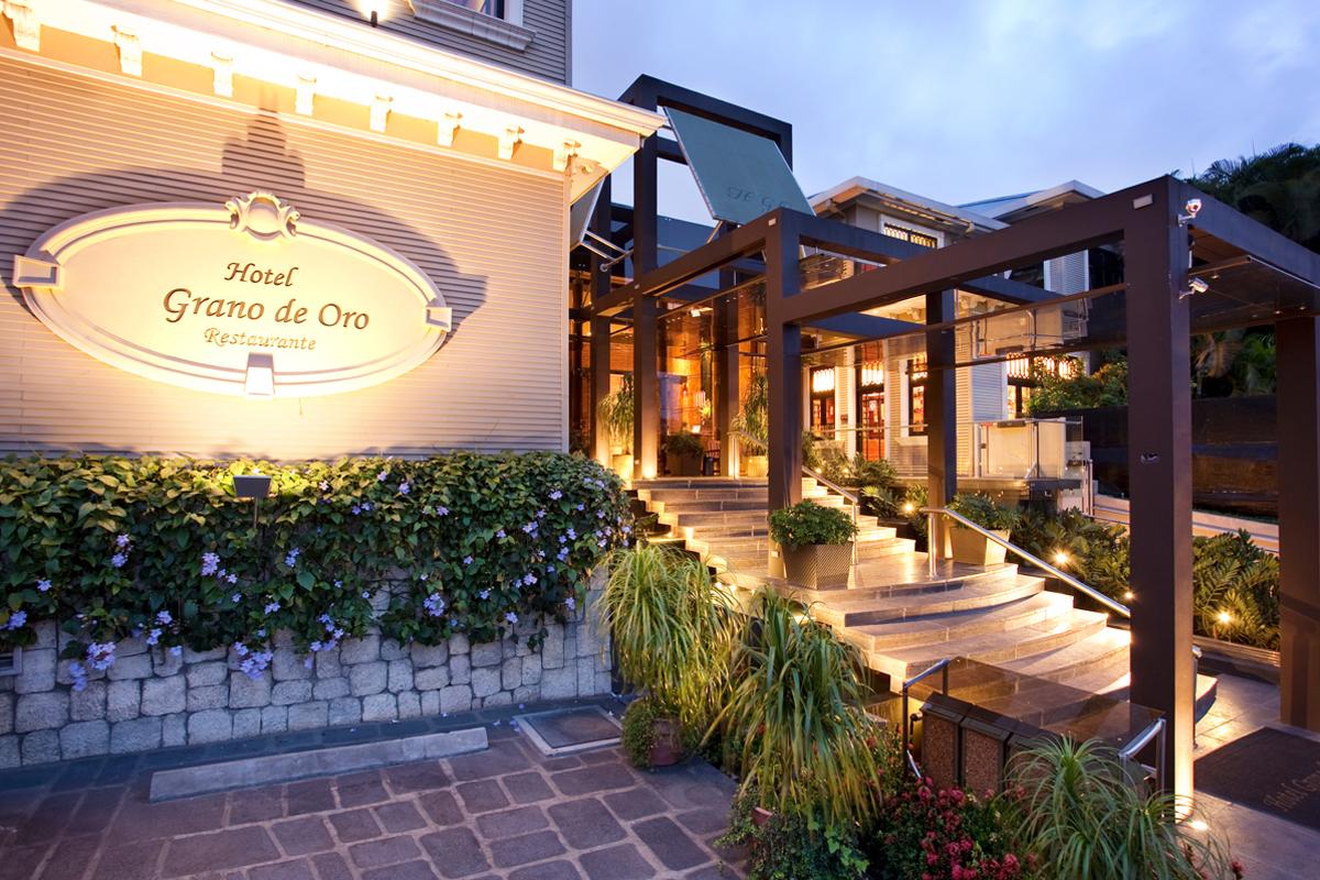 Hotel-Grano-de-Oro-Entrance